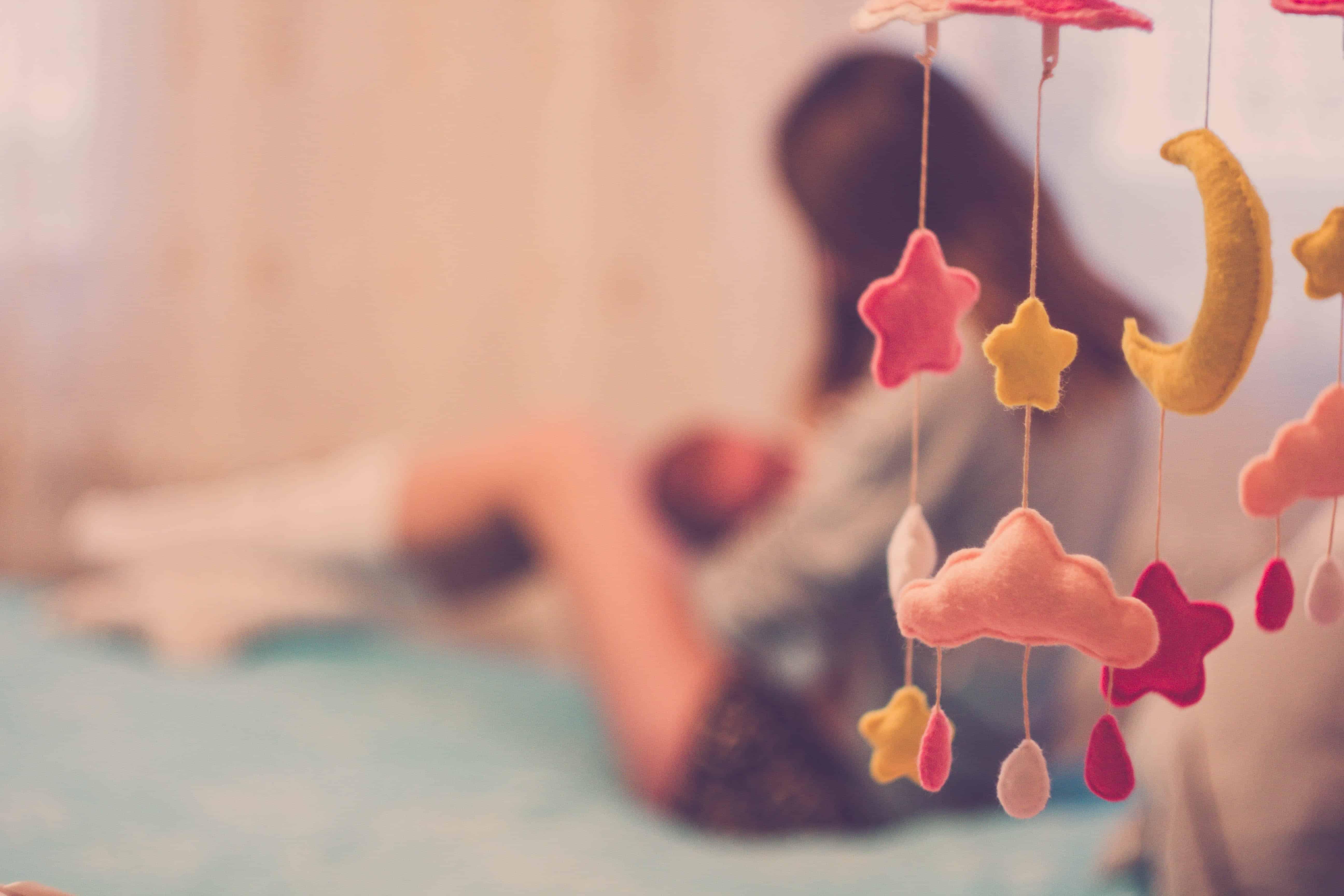 toddler and newborn schedule: nursing newborn