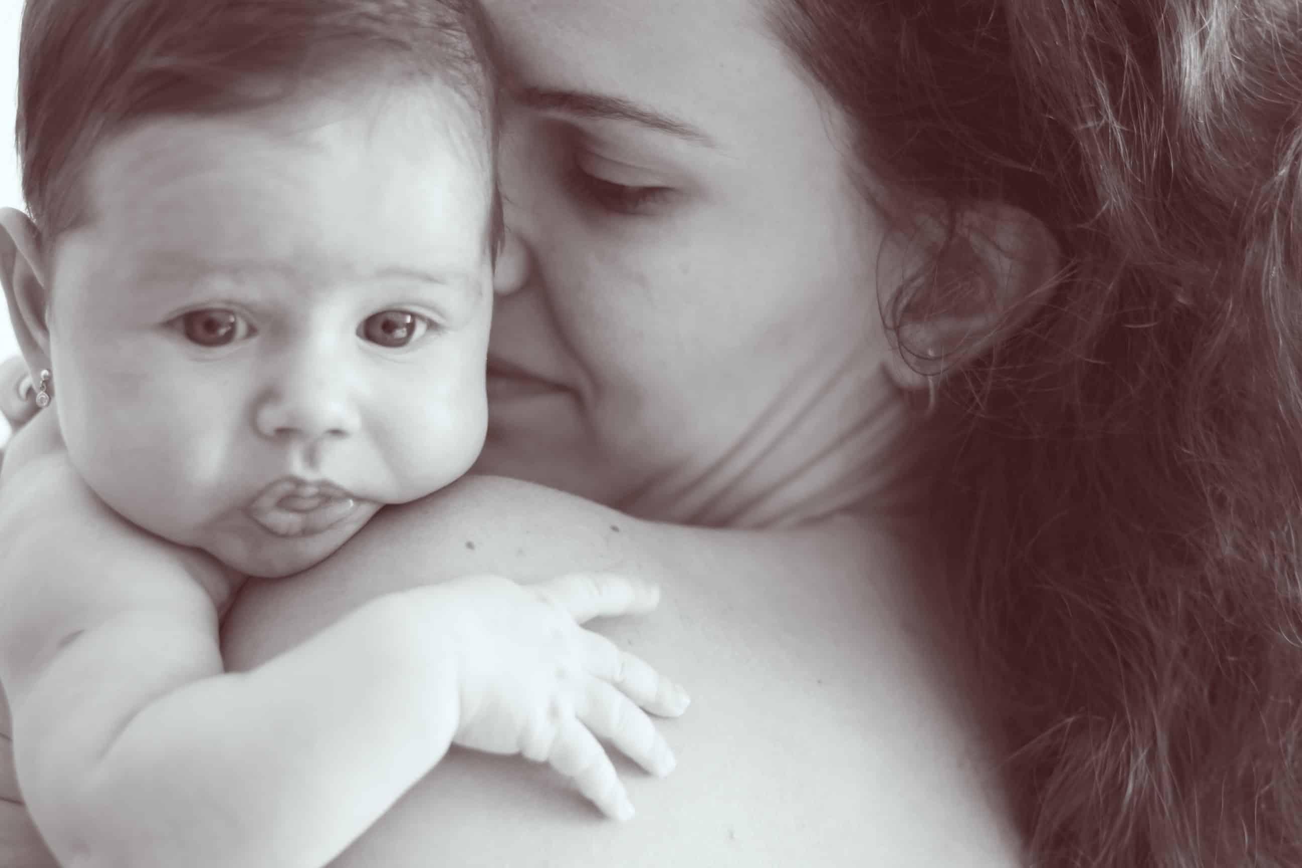 toddler and newborn schedule: skin to skin