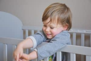 Are you getting ready to kick your toddler out of the crib? Before you make the big move from baby's crib to the big kid bed, you need to have a firm understanding of how andwhen to transition to toddler bed.